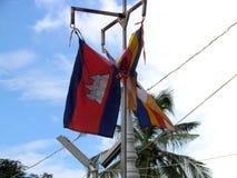 Hängende kambodschanische Flagge Lizenzfreie Stockfotos
