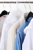Hängende Kleidung stockbilder