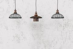 Hängende Lampen des industriellen Dachbodens Stockbilder