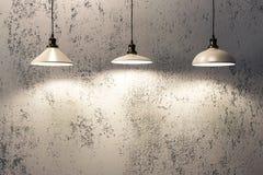 Hängende Lampen des industriellen Dachbodens Lizenzfreie Stockfotos