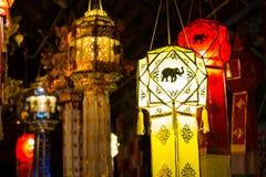 Hängende Laterne im thailändischen Tempel und im thailändischen Haus Gemacht vom Bambuspapier Stockbild
