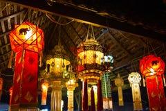 Hängende Laterne im thailändischen Tempel und im thailändischen Haus Gemacht vom Bambuspapier Stockfotografie