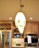 Hängende Lichter in der Küche Stockfotografie