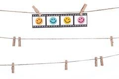 Hängende photographische Negative mit smileygesicht, Komödie glückliches L Lizenzfreie Stockbilder