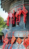 Hängende rote chinesische Amulette mit fu Charakter - Bedeutungsvermögen Lizenzfreies Stockbild