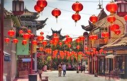 Hängende rote Laternen in Chinatown Los Angeles lizenzfreie stockfotos