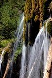 Hängende See-Wasserfall-Details Stockfotos