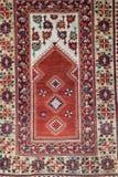 Hängender Teppich von der islamischen Kunst mit roter Farbe Stockfotografie