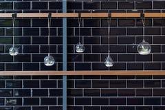 Hängender Vase auf einer Wand für Dekoration Lizenzfreies Stockbild