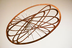 Hängendes elliptisches Mobile gemacht vom Holz Lizenzfreies Stockfoto