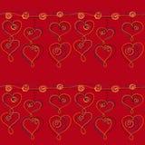 Hängendes nahtloses Kettenmuster des Herzens auf einem roten Hintergrund Stockfotos