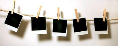 Hängendes Weinlese-Polaroid-Papier Lizenzfreie Stockfotografie