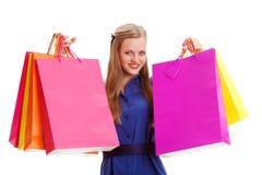 Hänger lös hållande shopping för kvinnan Arkivfoto