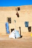 hänger löst moroccan gammalt i antik stad Arkivfoto
