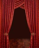 hänger upp gardiner den röda theatren Arkivfoto