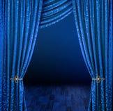 hänger upp gardiner gåta Arkivbild
