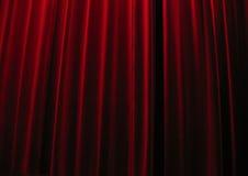 hänger upp gardiner röd theatresammet Arkivbild