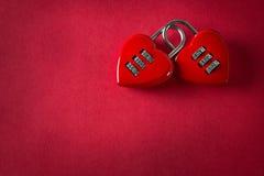 Hänglås för två förälskelse Arkivfoton
