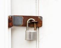 Hänglås på dörr Fotografering för Bildbyråer