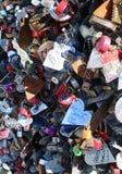 Hänglås som tillsammans samla i en klunga på en Las Vegas gata royaltyfri foto