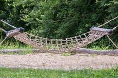 Hängmatta som göras av rep på en lekplats royaltyfri foto