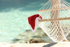 Hängmattan på en tropisk strandsemesterort i jul semestrar Arkivbild