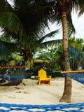 Hängmattor och stol, Bahamas strand Royaltyfri Bild