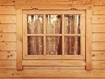 hängt upp gardiner fönster Arkivfoto
