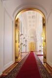 Hänrycka dörrar i den Georgievsky korridoren arkivfoton