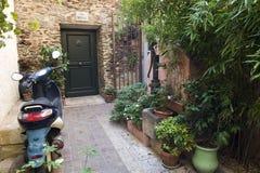 Huset hänrycker Collioure Royaltyfri Foto