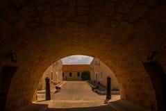 Hänrycka porten Fortaleza de San Carlos de La Cabana, fort av den St Charles ingången havana Gammal fästning i Kuba arkivbilder