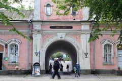 Hänrycka porten i slotten av Suomenlinna i Helsingfors, Finland Royaltyfri Foto