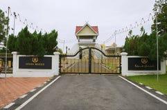 Hänrycka porten till slotten Istana Maziah för sultan` s i Kuala Terengganu, Malaysia arkivbilder