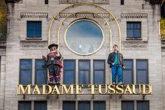Hänrycka tecknet på byggnaden av madamen Tussaud Museum i Amsterdam, Nederländerna Arkivfoto