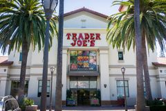 Hänrycka till en av supermarken för affärsmanJoe ` som s lokaliseras i Silicon Valley Royaltyfri Fotografi