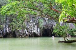 Hänrycka till Puerto Princesa den Subterranean floden Royaltyfria Bilder