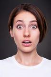 häpen emotionell ståendekvinna Royaltyfri Fotografi