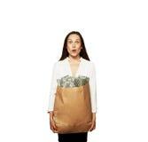 Häpen kvinna med pengar Arkivbilder