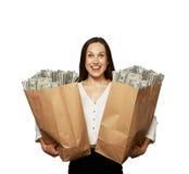 Häpen lycklig kvinna med pengar arkivfoto