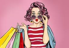 Häpen ung sexig kvinna i exponeringsglas med shoppingpåsar i komisk stil royaltyfri illustrationer
