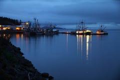 Härdad hamn för port på natten Arkivfoton