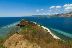 Härlig ö med lagun och stränder på Flores, Indonesien Arkivfoton