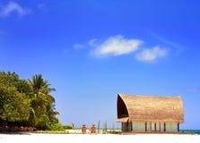 Härlig aboriginal beachfront villa i Maldive Arkivbild