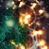 Härlig abstrakt snöflingajulbakgrund med ljus Royaltyfria Bilder
