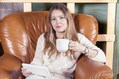 Härlig affärskvinna i nya kontor Royaltyfria Foton