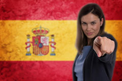 Härlig affärskvinna som pekar hennes finger på dig tysk flagga b Arkivbilder