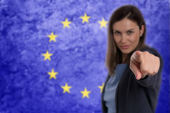 Härlig affärskvinna som pekar hennes finger på dig tysk flagga b Royaltyfri Foto