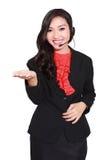 härlig affärskvinnahörlurar med mikrofon Arkivbild
