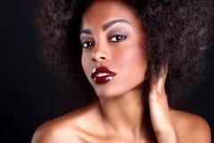 Härlig afrikansk amerikansvart kvinna Arkivfoto