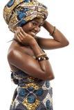 Härlig afrikansk modemodell i traditionell klänning. Arkivfoto